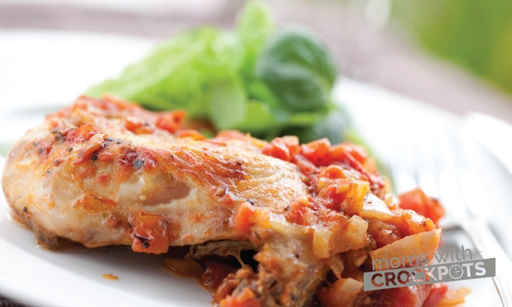 A delicious meal to serve with pasta during the Spring & Summer! Try this yummy Crockpot Chicken Cacciatore Recipe in your slow cooker!