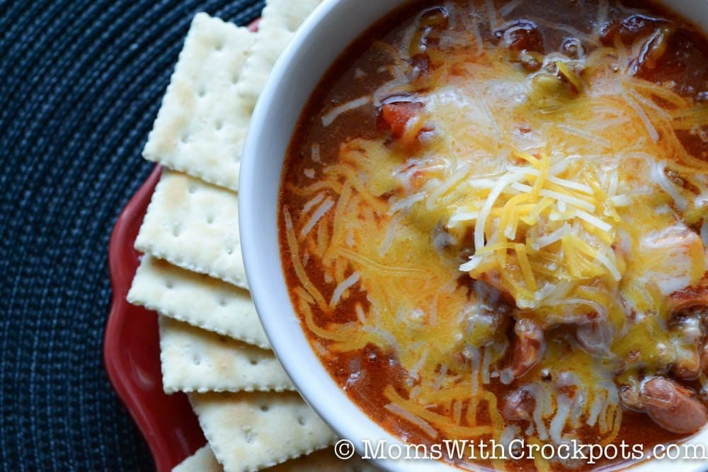 Throw everything in your slow cooker and enjoy a warm, hearty meal! Try this Crockpot Chili Recipe for dinner tonight! Perfect on a cold day!