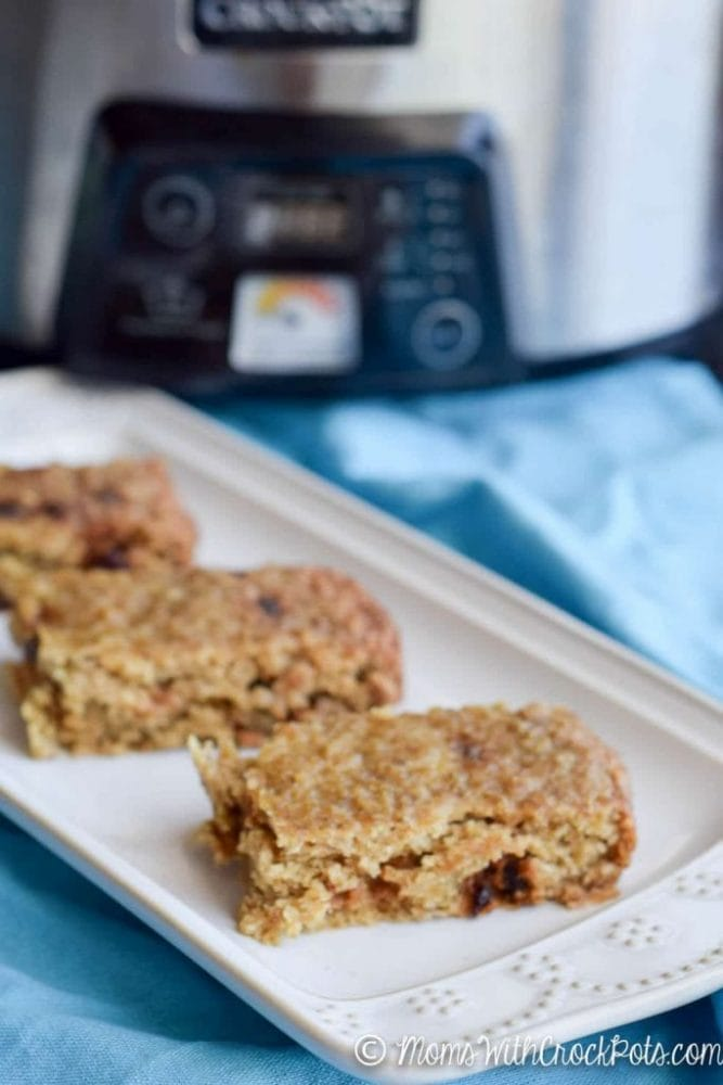 A perfect breakfast or snack! Check out this Crockpot Cinnamon Raisin Baked Oatmeal Recipe! Can be made gluten free and dairy free!