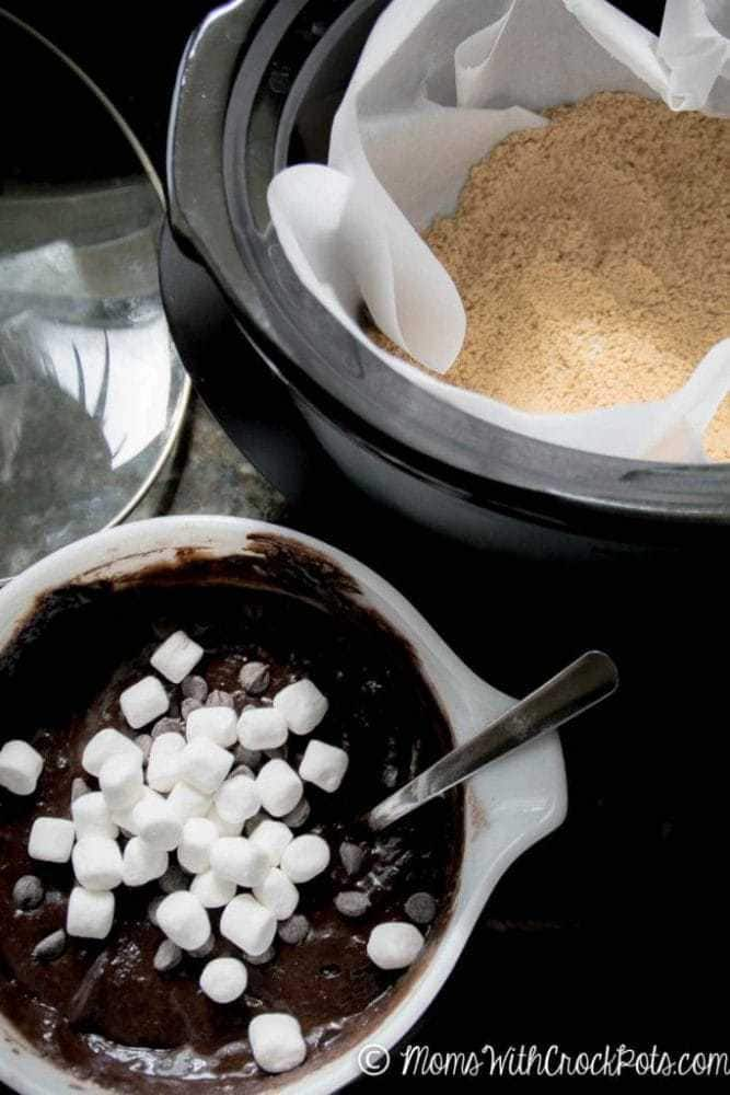 Don't turn the oven on this Summer. Bake a delicious cake right in your crockpot! This Crockpot S'Mores Cake Recipe is a keeper!