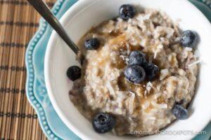 http://momswithcrockpots.com/crockpot-blueberry-oatmeal/